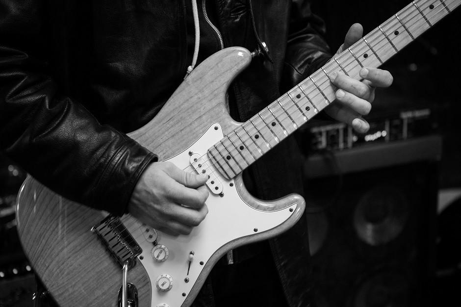 Kenny guitar 1